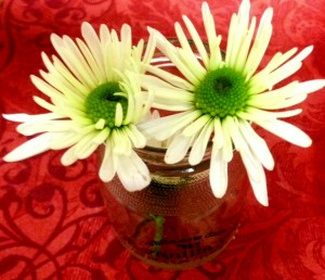 Daisies in a jelly glass jar! www.mytributejournal.com