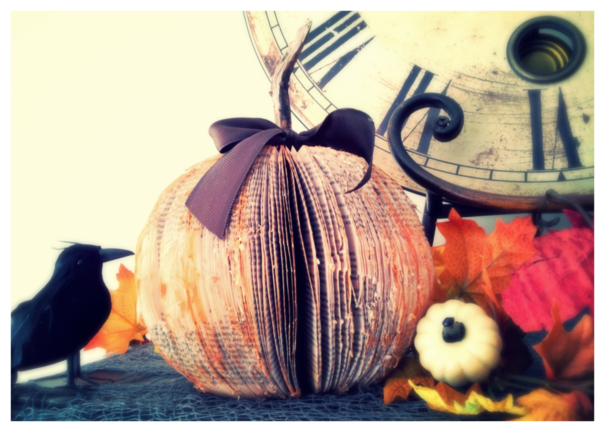 DIY Book pumpkin www.mytributejournal.com