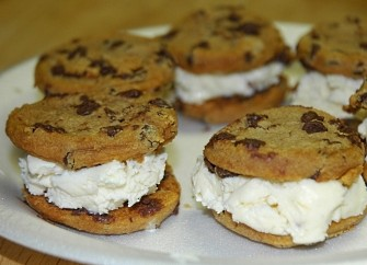 Homemade ice cream sandwiches www.mytributejournal.com